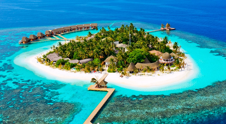 坎多卢岛是马尔代夫一座较新的六星级奢华度假岛屿,于2014年1月11日正式开业。岛屿坐落于马尔代夫北阿里环礁内,拥有原始自然的生态圈。自马累搭乘水上飞机,飞机25分钟便可抵达这种充满魅力的小岛。坎多卢岛是马尔代夫最隐秘的岛屿之一,面积较小绕岛一周仅需10分钟即可。虽然岛屿面积不大,但是这里的环境却无与伦比。岛屿四周均被茂密的珊瑚礁群和细柔的沙滩所环绕,浮潜环境绝佳。同时也被马尔代夫标志性的深蓝色海洋环抱其中。坎多卢岛,一个具有品味和品质的度假之地,它给您带来的震撼超出您的想象,将给您带来未经篡改的真实马