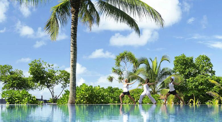 马尔代夫鲁滨逊岛(Robinson Club Maldives)位于卡夫阿里夫环礁中的小岛之上,度假村于2009年12月正式开业,实行三餐加软饮的餐标配置。度假村的设施都很豪华舒适,客房为欧式的装修风格,餐厅、酒吧等一应俱全,而且环境和视野都非常不错,深受游客喜爱。这里七彩假期就为大家搜集了大量的鲁滨逊岛高清图片,包括鲁滨逊岛岛屿图片、鲁滨逊岛房型图片、鲁滨逊岛餐厅图片、鲁滨逊岛娱乐项目图片等,让大家直接感受鲁滨逊岛上的各种美景。 鲁滨逊岛全景   鲁滨逊岛风景       鲁滨逊岛浮潜      鲁滨逊