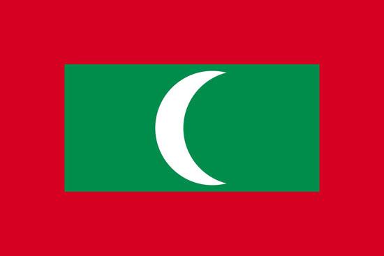 本篇文章分为以下几部分,都是实打实的攻略介绍,建议先收藏本网页再耐心观看哦。 一、马尔代夫地理位置及天气 二、怎么去马尔代夫?去马尔代夫是否要签证? 三、去马尔代夫都应该要体验些什么? 四、马尔代夫最佳旅游季节 五、马尔代夫的26个环礁 六、马尔代夫国旗 七、马尔代夫国徽 八、马尔代夫货币 九、在马尔代夫的注意事项  马尔代夫上帝撒向人间的珍珠  马尔代夫作为地球上的最后乐园,有着地球上的香格里拉之称。目前已经成为人们度假、蜜月旅游的理想之地。很多人都想在人生中踏足一次马尔代夫,但你知道马尔代夫属于