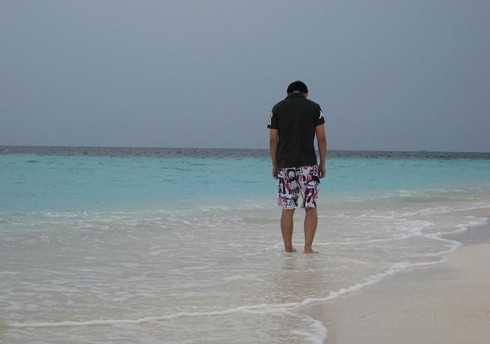 马尔代夫海边帅哥